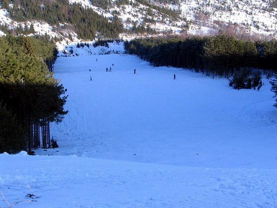 Pogled sa vrha na ski stazu na Goču - banjska strana